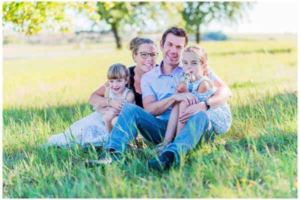 Familienfotos – Spaß auf der Apfelbaumwiese